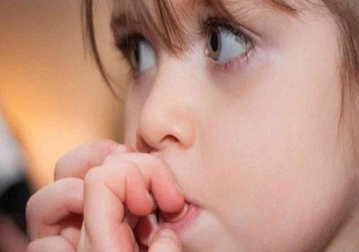 ناخن جویدن بچه ها را جدی بگیرید