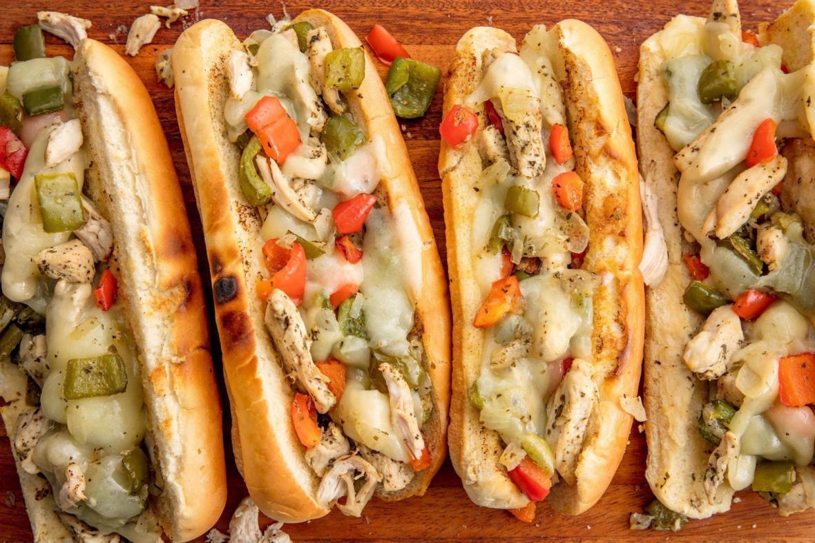 2 طرز تهیه ساندویچ مرغ و قارچ خوشمزه رستورانی در خانه