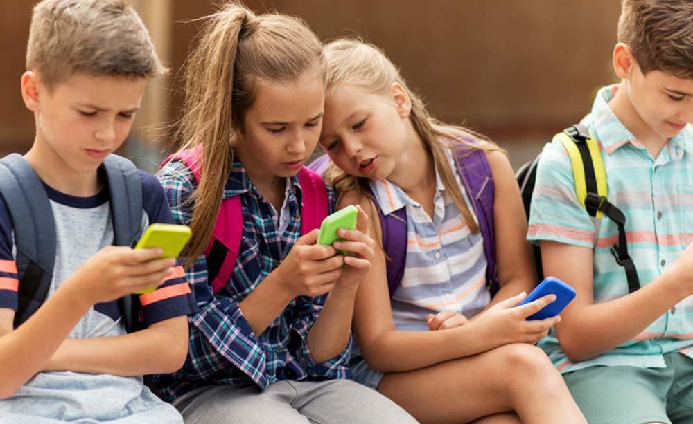ممنوعیت استفاده دانش آموزان از تلفن همراه در مدارس انتاریو
