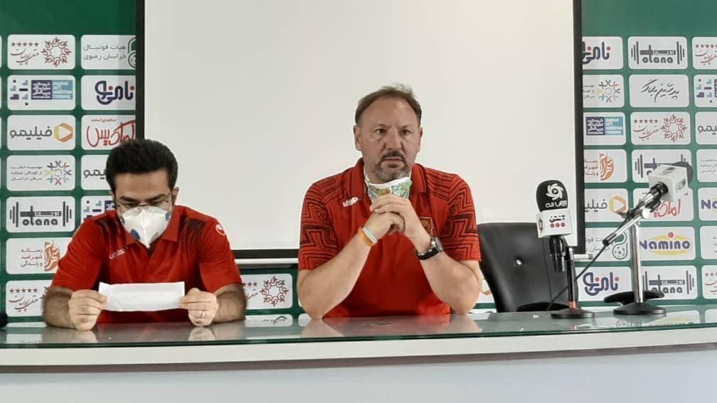 خبرنگاران سرمربی شهرخودرو: بازیکنانم هفته سختی را پشت سر گذاشته اند
