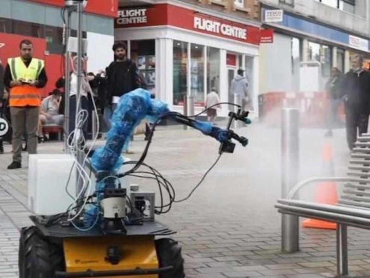 ربات های ضدعفونی کننده در انگلستان