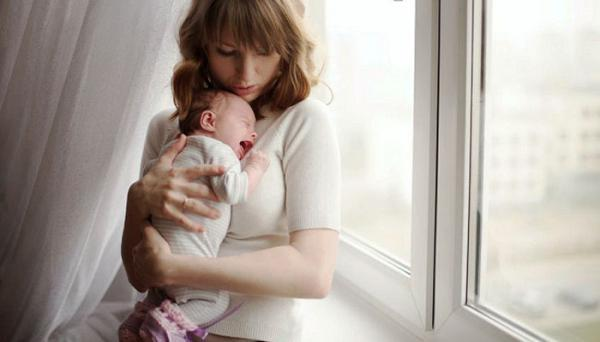 بند آوردن گریه نوزاد با 10 روش ساده