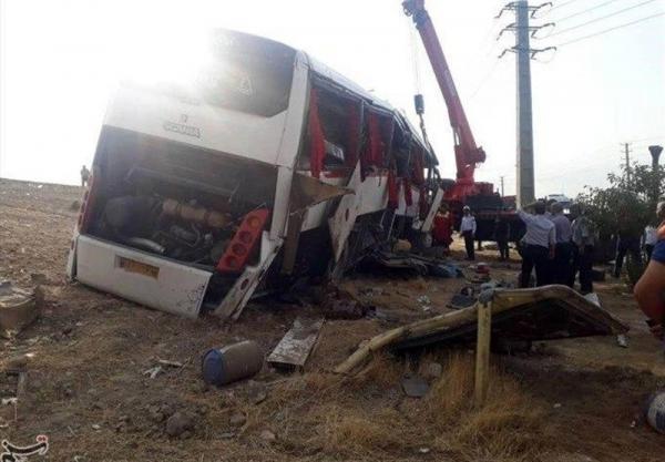 اعزام 10 دستگاه آمبولانس به محل حادثه واژگونی اتوبوس حامل خبرنگاران