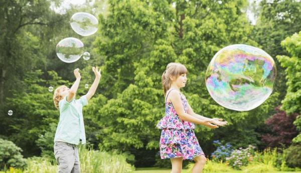5 فرمول تهیه مایع حباب ساز و ترفند ساخت حباب های غول آسا